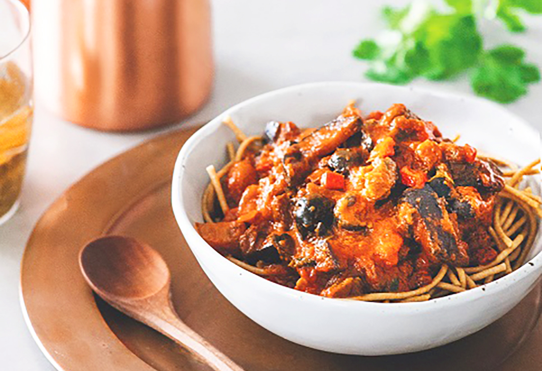 Pasta sauce with eggplant, red Capsicum and currants